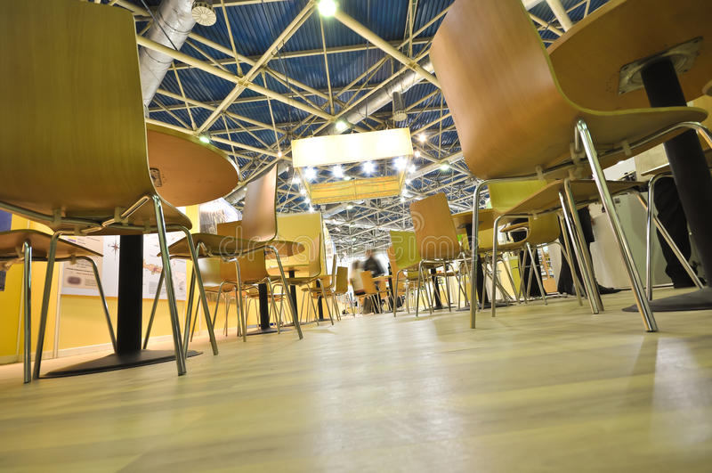 Soporte de las sillas en el suelo foto de archivo libre de regalías