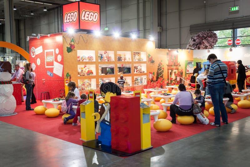 ¡Soporte de Lego en G! viene el giocare en Milán, Italia fotografía de archivo libre de regalías