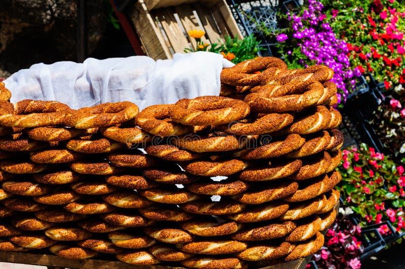 Soporte de los vendedores del panecillo fotografía de archivo libre de regalías