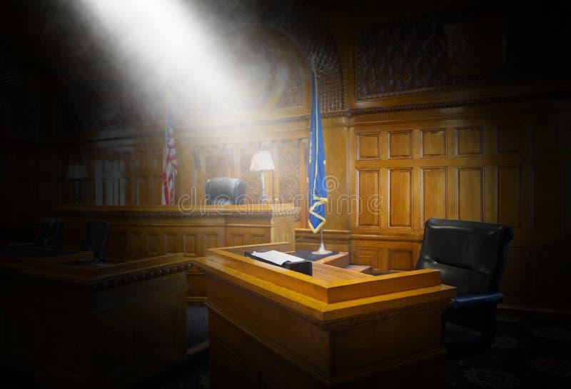 Soporte de testigo, ley, sitio de la corte, sala de tribunal foto de archivo
