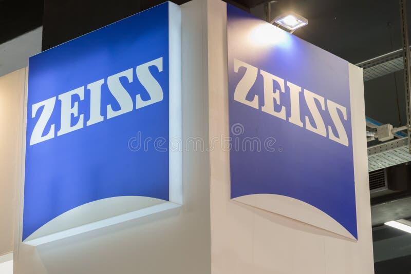 Soporte de Zeiss en el eje de la tecnología en Milán, Italia foto de archivo libre de regalías