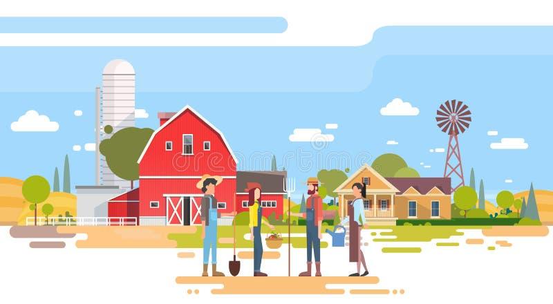 Soporte del grupo de los granjeros antes de la granja grande con la casa, campo de las tierras de labrantío libre illustration