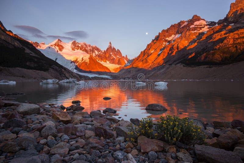 Soporte Fitz Roy en el parque nacional del Los Glaciares, la Argentina imagenes de archivo