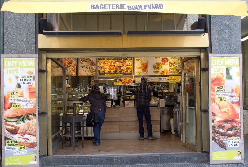 Soporte gastronómico en Praga fotografía de archivo