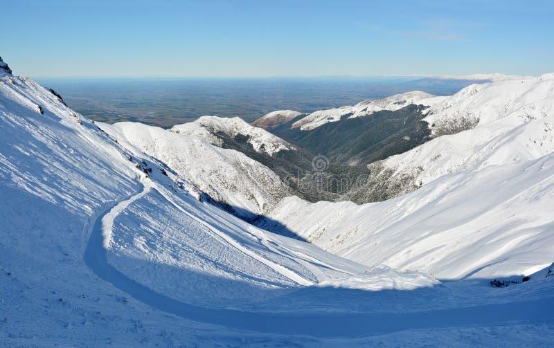 Soporte Hutt Ski Field y panorama estupendo de los llanos de Cantorbery, NZ fotografía de archivo libre de regalías