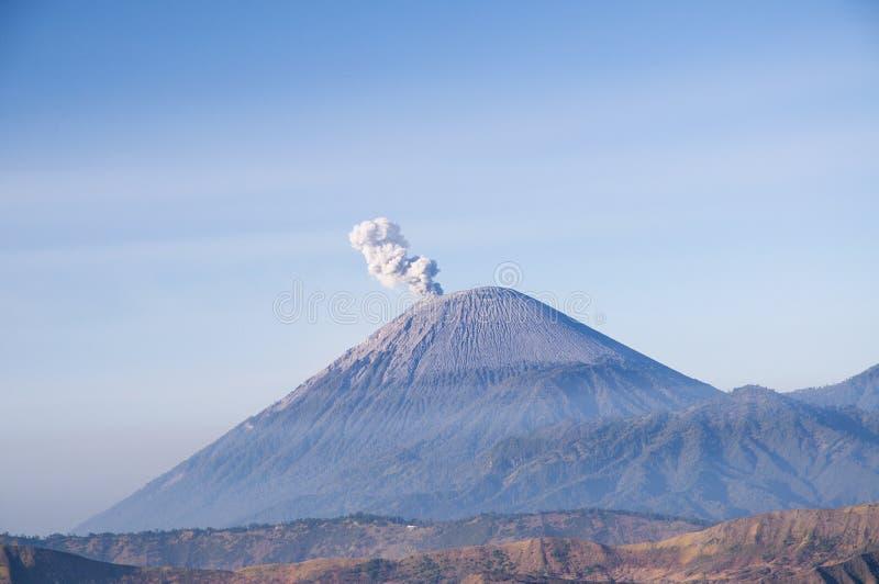 Download Soporte Semeru, Java Indonesia Del Este Foto de archivo - Imagen de turismo, montaña: 64203404