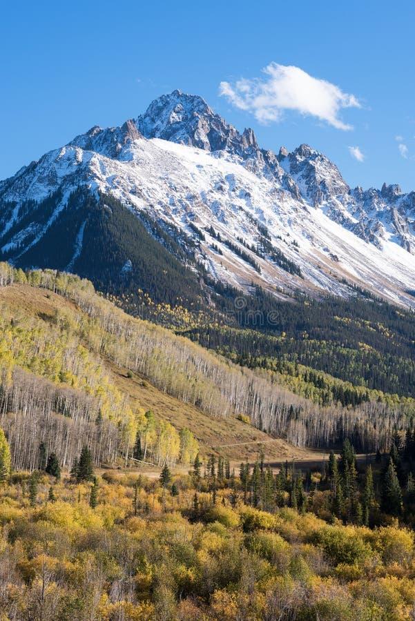 Soporte Sneffels en la luz brillante del otoño de la tarde en Colorado occidental del sur imagen de archivo libre de regalías
