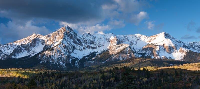 Soporte Sneffels en un otoño de la madrugada en Colorado occidental del sur fotografía de archivo