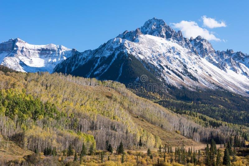 Soporte Sneffels a finales de la luz del otoño de la tarde en Colorado occidental del sur foto de archivo