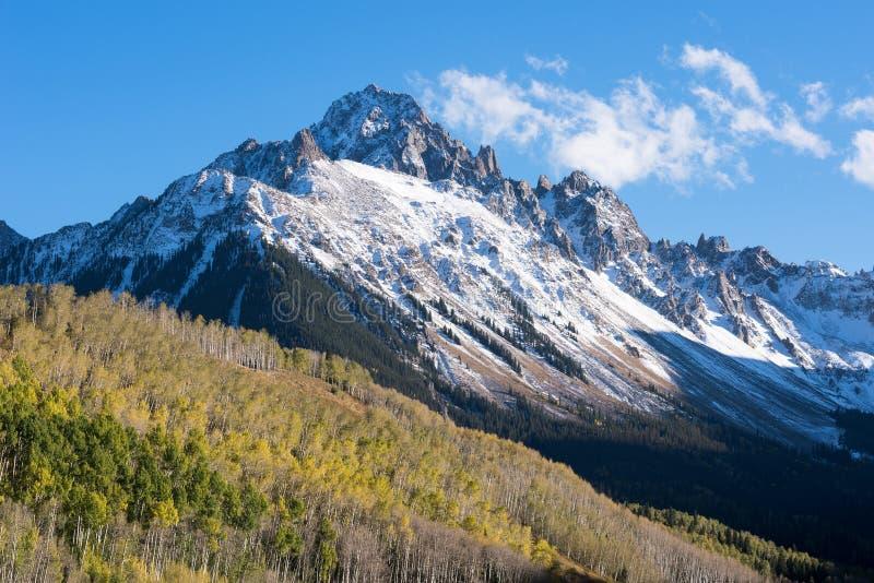 Soporte Sneffels a finales de la luz del otoño de la tarde en Colorado occidental del sur fotos de archivo