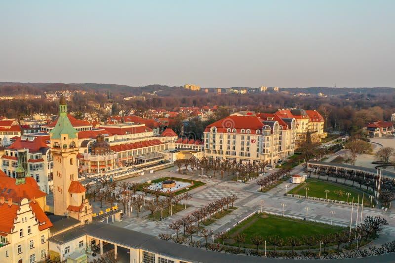 Sopot, Pol?nia - 4 de abril de 2019: O centro de Sopot capturou com um zang?o na mola foto de stock royalty free