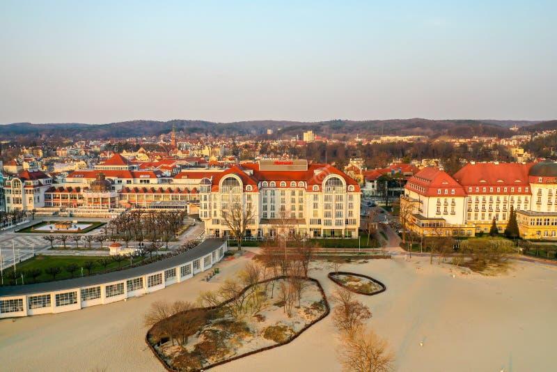 Sopot Polska, Kwiecień, - 4, 2019: Centrum Sopot chwytał z trutniem na wiośnie zdjęcie stock