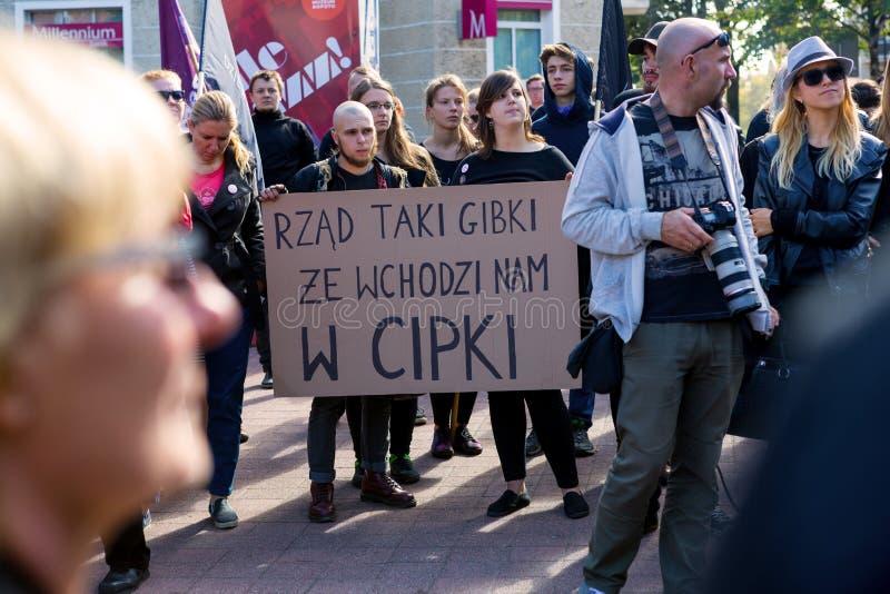 Sopot, Polska, 2016 09 24 - protestuje przeciw antyaborcyjnemu prawu fo zdjęcia royalty free