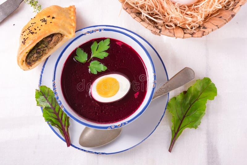 Soppa för betagräsplan med ägget arkivfoto