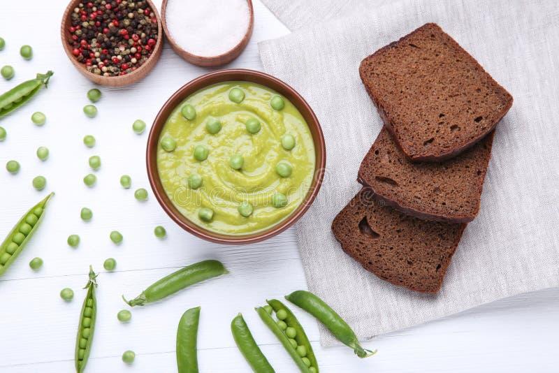Soppa för gröna ärtor royaltyfria bilder