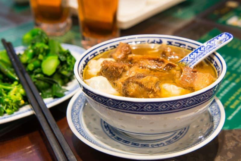Soppa för nötköttsena arkivbilder