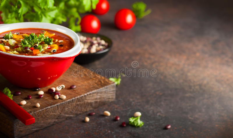Soppa för vit och röd böna arkivfoto