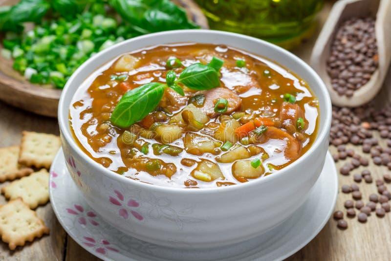 Soppa med linser och korvar royaltyfri foto