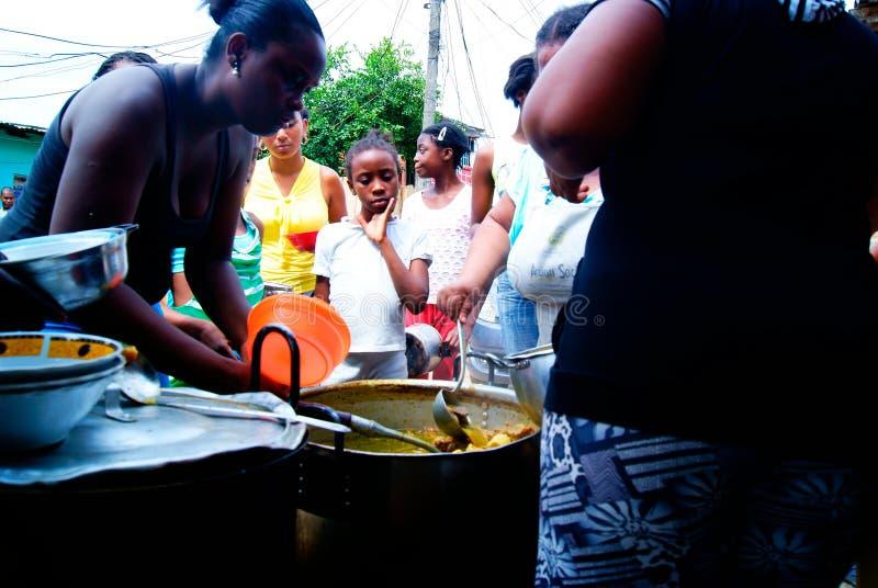 Soppa sammanfogar gemenskapen arkivbild