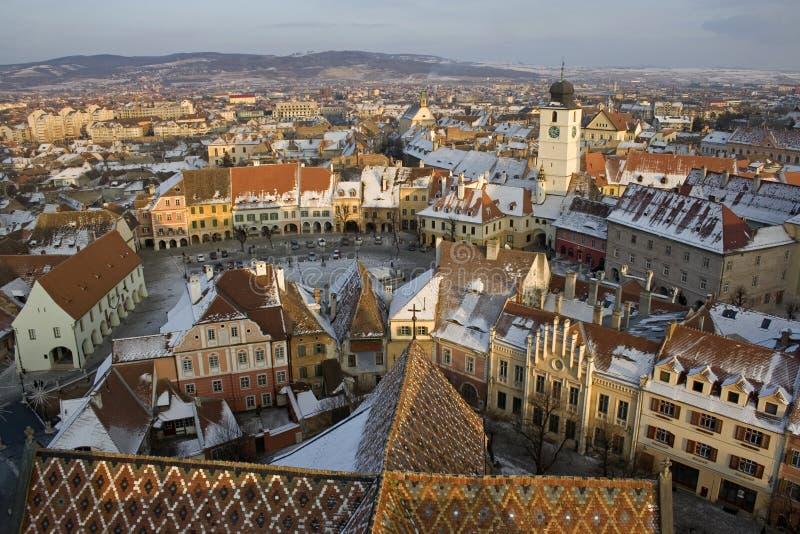Sopra il centro urbano di Sibiu fotografia stock libera da diritti