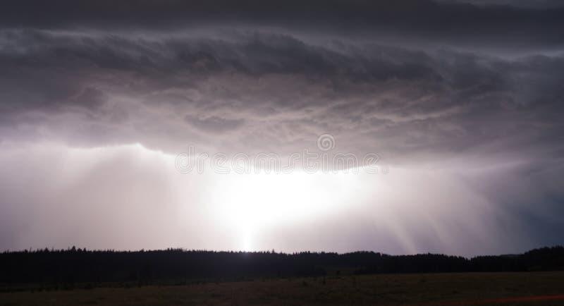 Sopra il parco nazionale di Norris Canyon Thunderstorm Lightning Strikes Yellowstone immagine stock