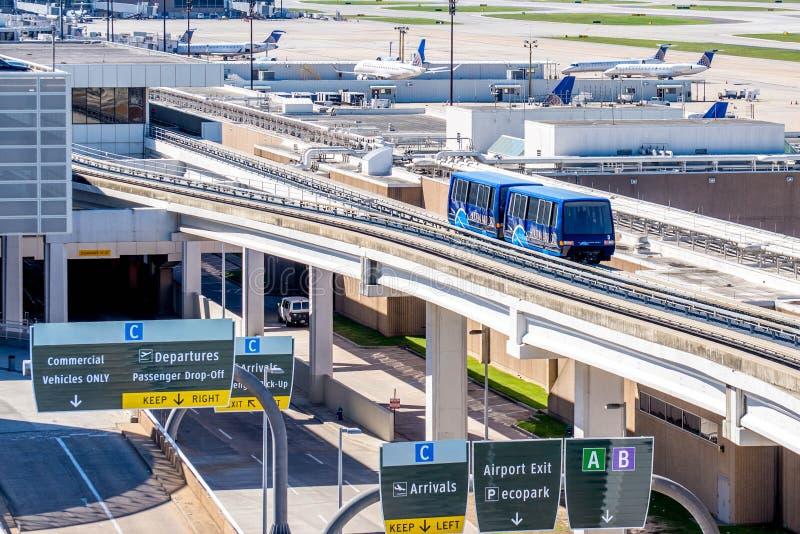 sopra il tram di collegamento del morsetto di terra all'aeroporto di IAH fotografia stock