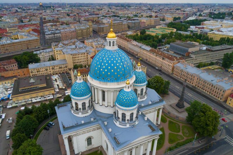 Sopra la cupola di fotografia aerea della cattedrale della trinità St Petersburg fotografia stock libera da diritti