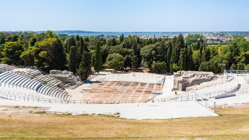 Sopra la vista del teatro greco in parco archeologico immagine stock libera da diritti
