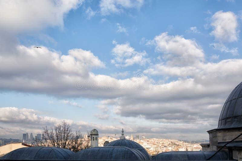 Sopra le cupole della moschea Suleymaniye a Istanbul fotografia stock libera da diritti