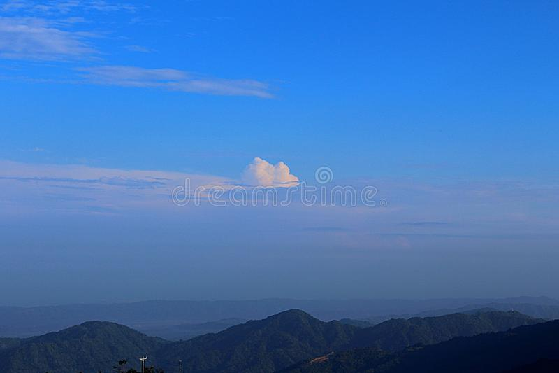 Sopra le montagne immagini stock libere da diritti