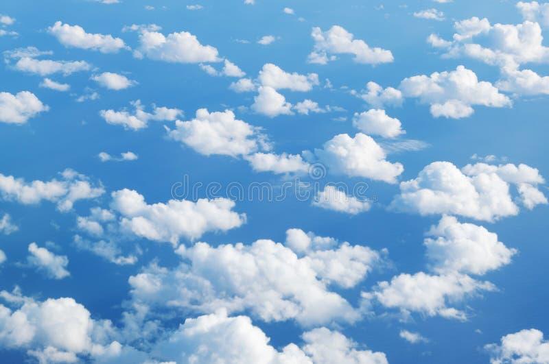 Sopra le nuvole - nuvole del cielo blu fotografia stock