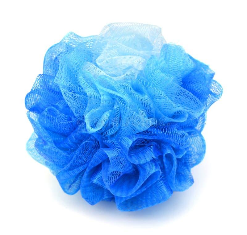 Sopro ou esponja azul macia do banho no fundo branco fotografia de stock royalty free