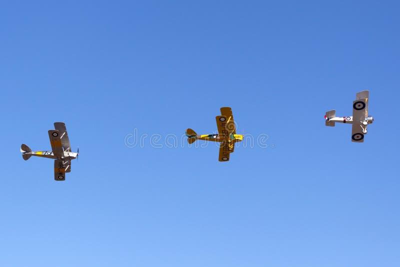 Sopwith-Welpenreplik VH-PSP funktionierte durch das Museum der königlicher Australier-Luftwaffen-RAAF, das zwei Flugzeuge de Havi stockbilder