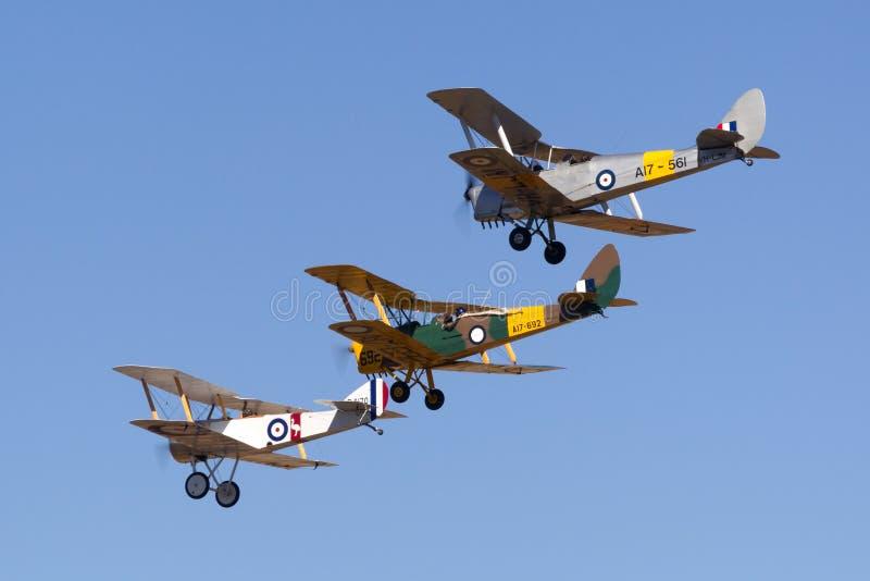 Sopwith-Welpenreplik VH-PSP funktionierte durch das Museum der königlicher Australier-Luftwaffen-RAAF, das zwei Flugzeuge de Havi stockbild