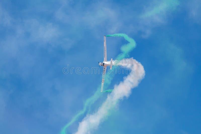 SOR VAN PONTE DE, PORTUGAL - 3 JUNHO, 2019: het aerobatic team voert kunstvliegen uit DE LUCHTtop VAN PORTUGAL stock foto