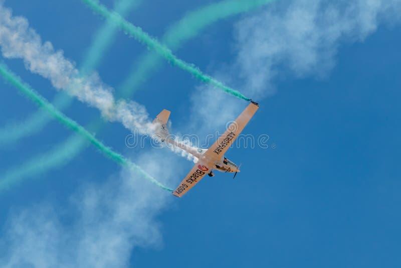 SOR VAN PONTE DE, PORTUGAL - 3 JUNHO, 2019: het aerobatic team voert kunstvliegen uit DE LUCHTtop VAN PORTUGAL royalty-vrije stock afbeelding
