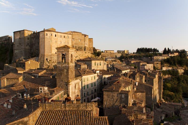 Sorano, aldea toscana. foto de archivo