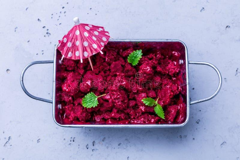 Sorbetto del lampone - freddo di estate, dessert fruttato di rinfresco immagini stock libere da diritti