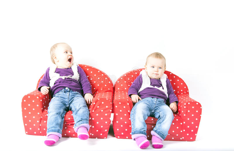 Sorella dei gemelli monozigoti fotografia stock libera da diritti