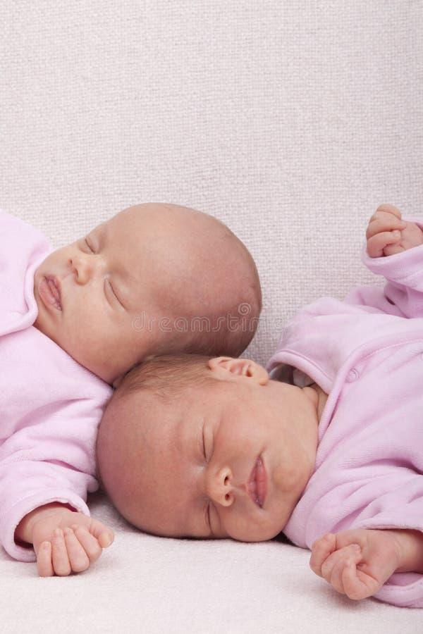 Sorelle del gemello identico immagini stock libere da diritti