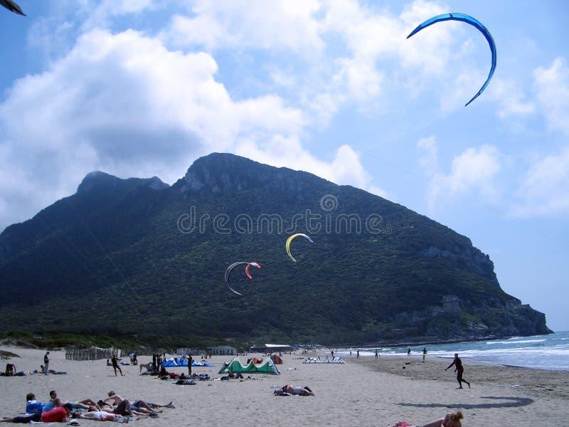 Sorgente che kitesurfing immagine stock
