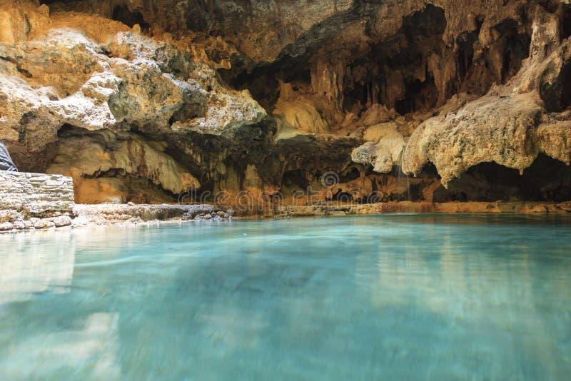 Sorgente di acqua calda della caverna immagini stock libere da diritti