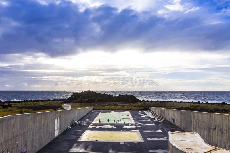 Sorgenti di acqua calda di Ponta da Ferraria, isola di Miguel del sao, Azzorre, Portogallo immagini stock