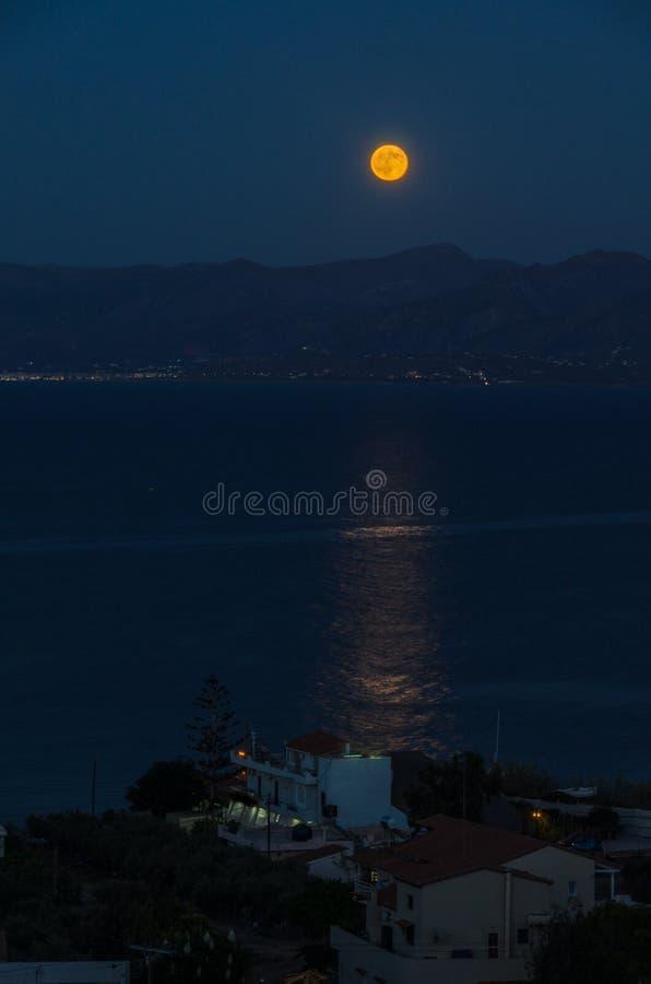 Sorgere della luna di Hersonissos fotografia stock libera da diritti