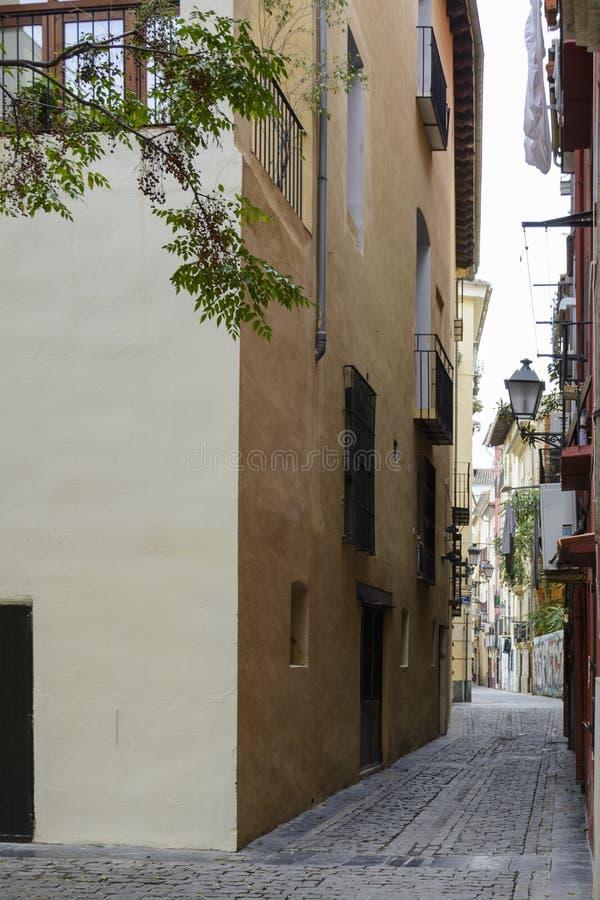 Sorgsenheten av den tomma gatan i staden royaltyfria bilder