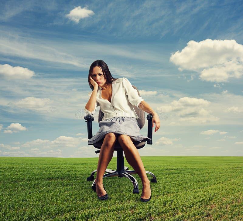 Sorgset affärskvinnasammanträde fotografering för bildbyråer