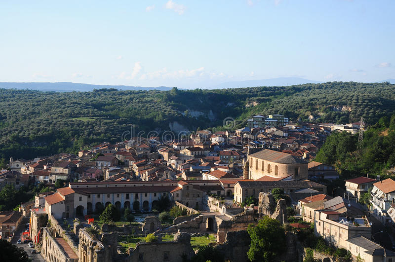 Soriano Calabro, en liten stad på foten av Silaen i Calabria arkivfoto