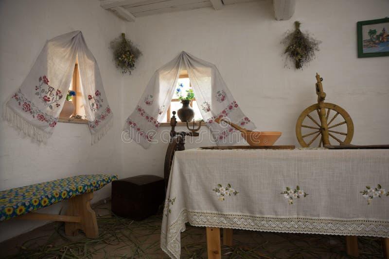 Sorochinsky mässa Mirgorod Historiskt ukrainskt hus royaltyfria bilder