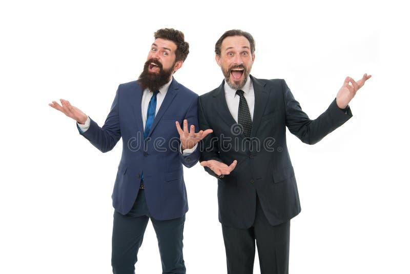Sorpresa del trabajo en equipo sociedad de los hombres del jefe aislados en blanco hombres de negocios barbudos en traje formal l fotos de archivo libres de regalías