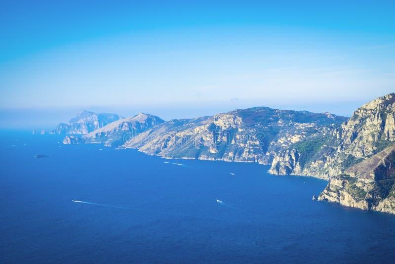 Sorrentine半岛安静陆间海和海岸  库存照片